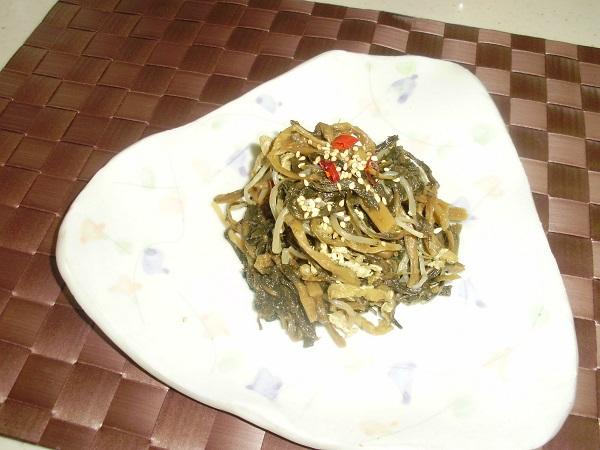 山形の特産ベニバナを使って ベニバナの若菜干しの煮物