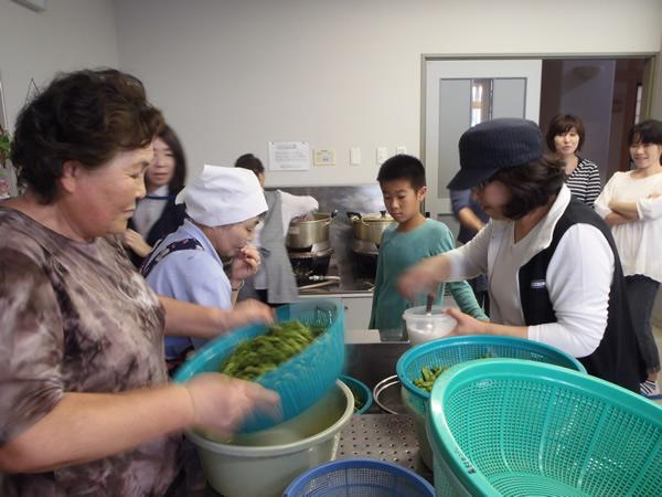 庄内地方避難者交流事業「だだちゃ豆収穫体験」